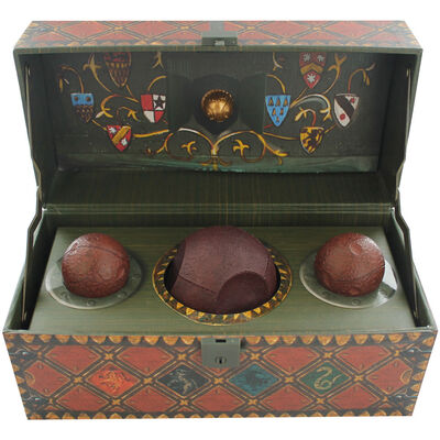Harry Potter: Collectible Quidditch Set with Poster image number 2