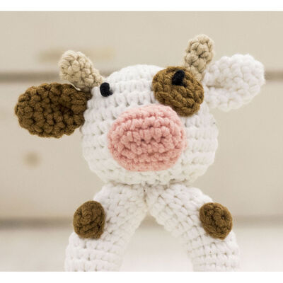 Cute Companions Miniature Handheld Crochet Kit - Charlie the Cow image number 3