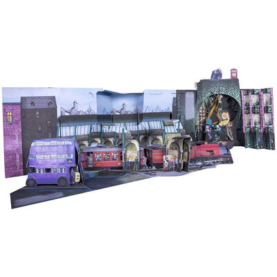 Harry Potter: A Pop-Up Guide to Diagon Alley and Beyond image number 4